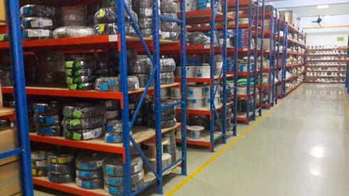 组装仓储货架与角铁货架的风险和收益